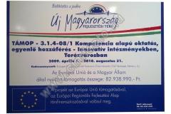 uj_Magyarorszag_fejlesztesi_terv_tabla_muanyag_01